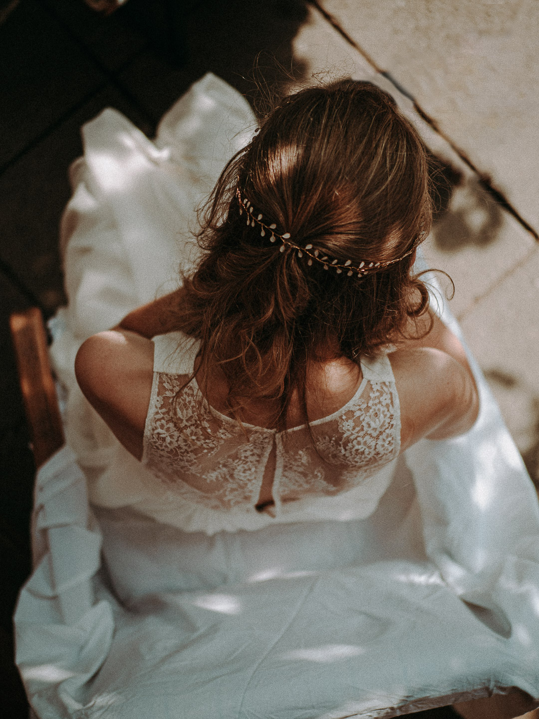 Wedding photography - vintage boho style bridal wearing beautiful white bridal dress esküvő fotó