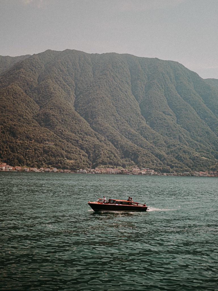 boat at lake como when couple getting married in tuscany at villa del balbianello lake como